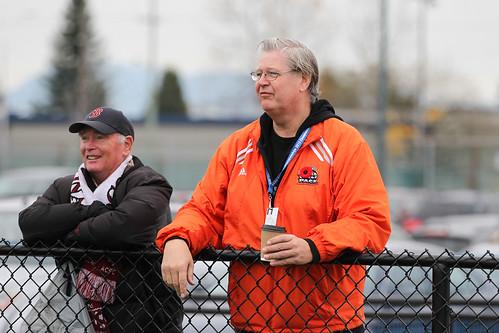 Ken Olynyk watching team win (Nov 9, 2013 Snucins)