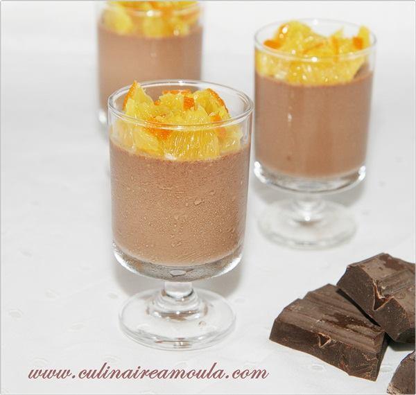 Panna cotta au chocolat, orange et fleur d'oranger  http://www.culinaireamoula.com/article-panna-cotta-au-chocolat-orange-et-fleur-d-oranger-121791578.html