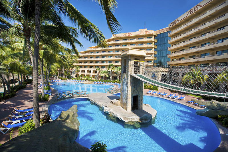 Paradise Village Beachfront and Pool View