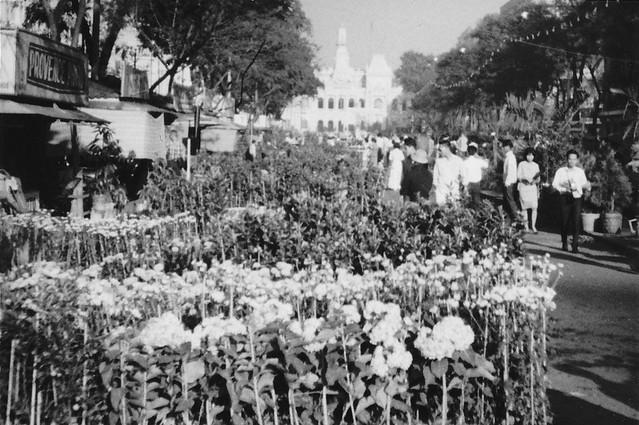 SAIGON 1966 - by Mikey Walters - Chợ hoa Tết Nguyễn Huệ, Xuân Bính Ngọ