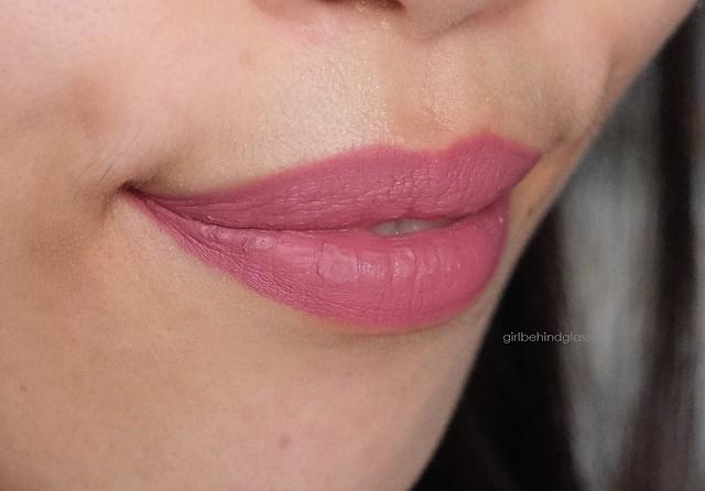Kylie Cosmetics Lip Kit Posie K lip swatch