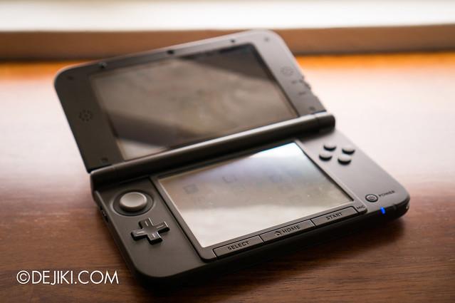 Nintendo 3DS XL - open
