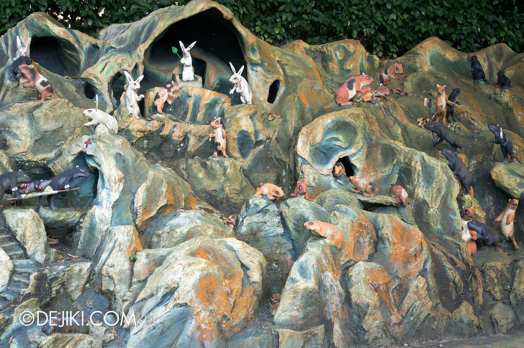 Haw Par Villa - outside ten courts of hell 1