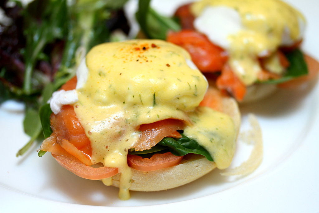 Nosh Restaurant & Bar: Smoked Salmon Benedict