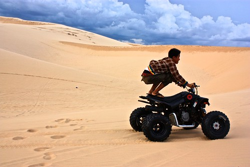 some of the quads were pretty weak in the sand… locals sat on the back and bounced up and down to get better traction to get up the dunes