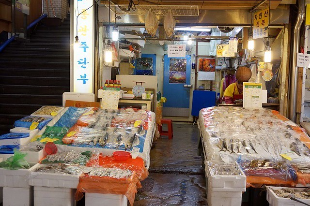 Gwangjang Traditional Market in Korea - rebeccasaw blog-022
