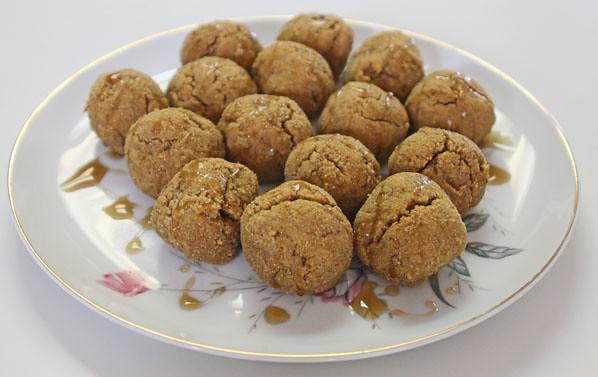 Paleo Vegan Pumpkin Cake Balls - Plated