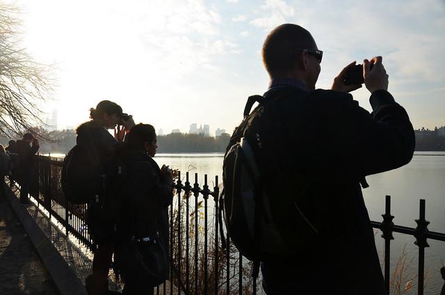 Gente haciendo fotografías en Central Park