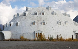 Igloo_at_George_Parks_Highway_Alaska-Architectural_landscape_wallpaper_1680x1050