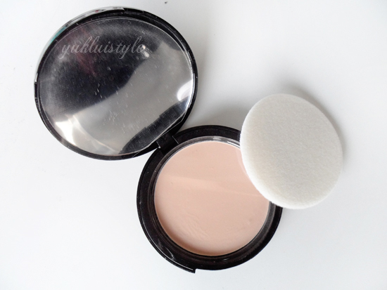 Autograph Smooth Matt Pressed Powder review and swatches