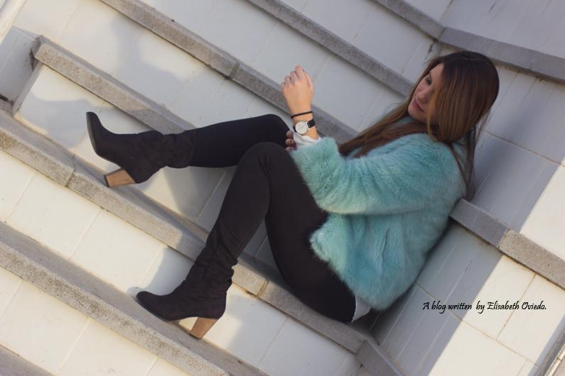 abrigo de pelo azul ZARA con jeans y botines MARYPAZ de tacón HEELSANDROSES (15)