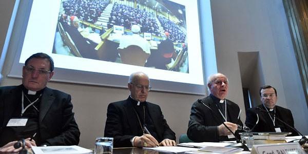 Baldisseri abronca a los laicos por ser fieles al magisterio