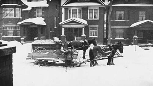 Toronto Garbage Haulers 1918 / Camion à ordures de Toronto, 1918