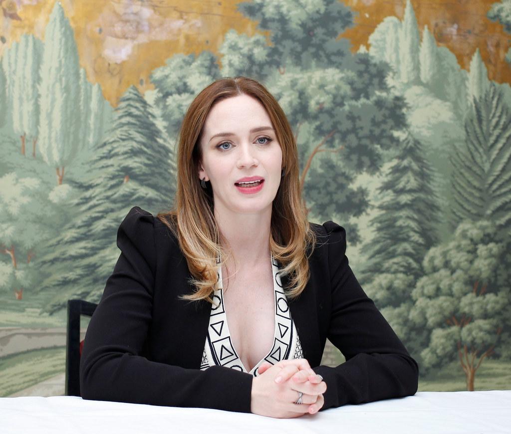 Эмили Блант — Пресс-конференция «Белоснежка и Охотник 2» 2016 – 7