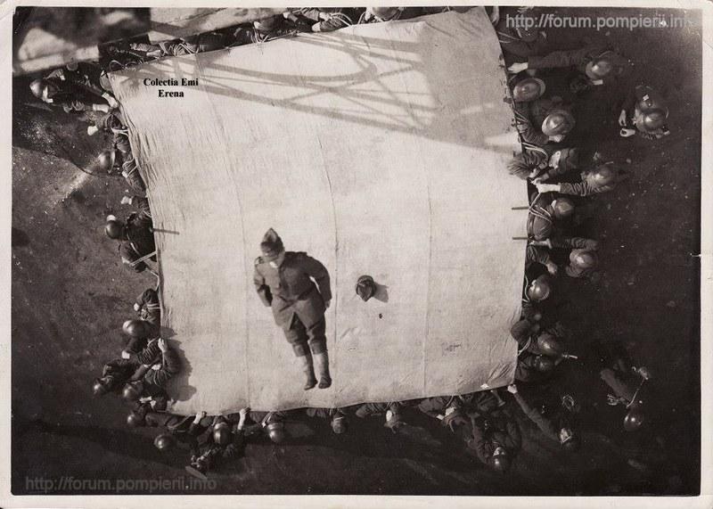Bucuresti- antrenament al pompieri militari in curtea Detasamentului Mihai Voda 1934
