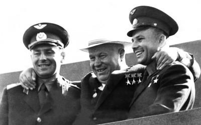 Titov,_Khruschev,_Gagarin_1961