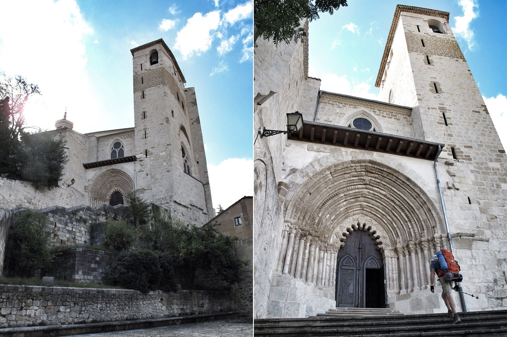 san pedro de la rúa_escalinata_portda románica