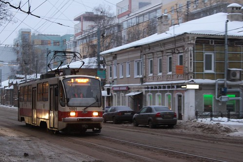 71-403 tram #1001 on route 2 heads west on ulitsa Bolshaya Pecherskaya