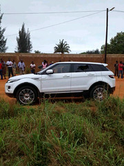 off-roading(0.0), off-road vehicle(0.0), automobile(1.0), automotive exterior(1.0), range rover(1.0), sport utility vehicle(1.0), wheel(1.0), vehicle(1.0), automotive design(1.0), compact sport utility vehicle(1.0), rim(1.0), range rover evoque(1.0), bumper(1.0), land vehicle(1.0), luxury vehicle(1.0), motor vehicle(1.0),