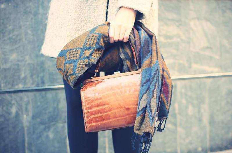 Look: LBD + vintage bag