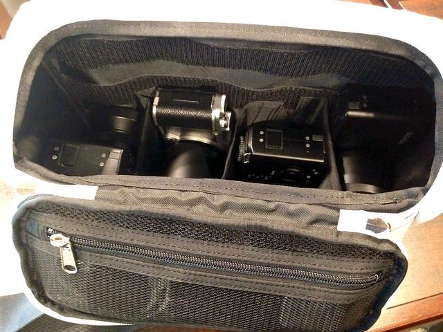 「とれるカメラバッグ」にシグマ3台フジ1台
