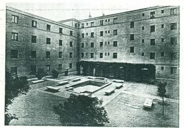 Vista de un patio de un bloque de la Avenida de la Reconquista. Año 1948 aprox.