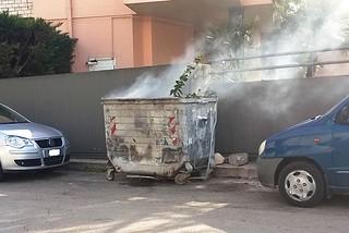Noicattaro. Bidone in fiamme in via Rota front