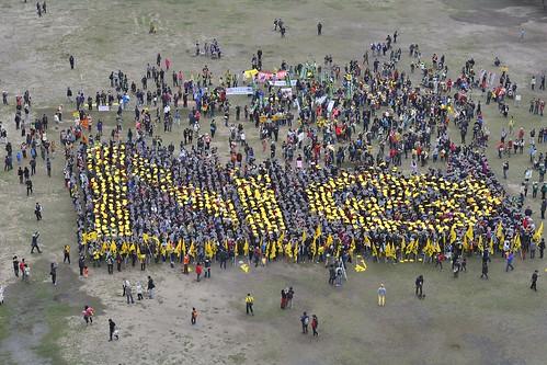 1800名志工排出拒絕核電的字樣,並由直升機空中拍攝。圖片提供:中台灣廢核行動聯盟攝影組志工