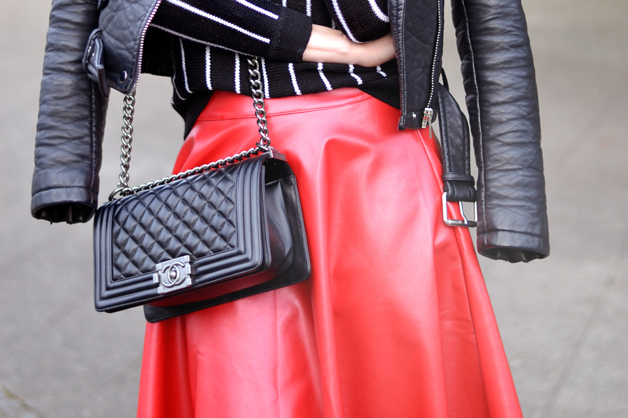 Romwe red skirt Zara leater biker Romwe striped shirt chanel le boy chanelofficial boybag CATS & DOGS black red fashion blogger Berlin 1