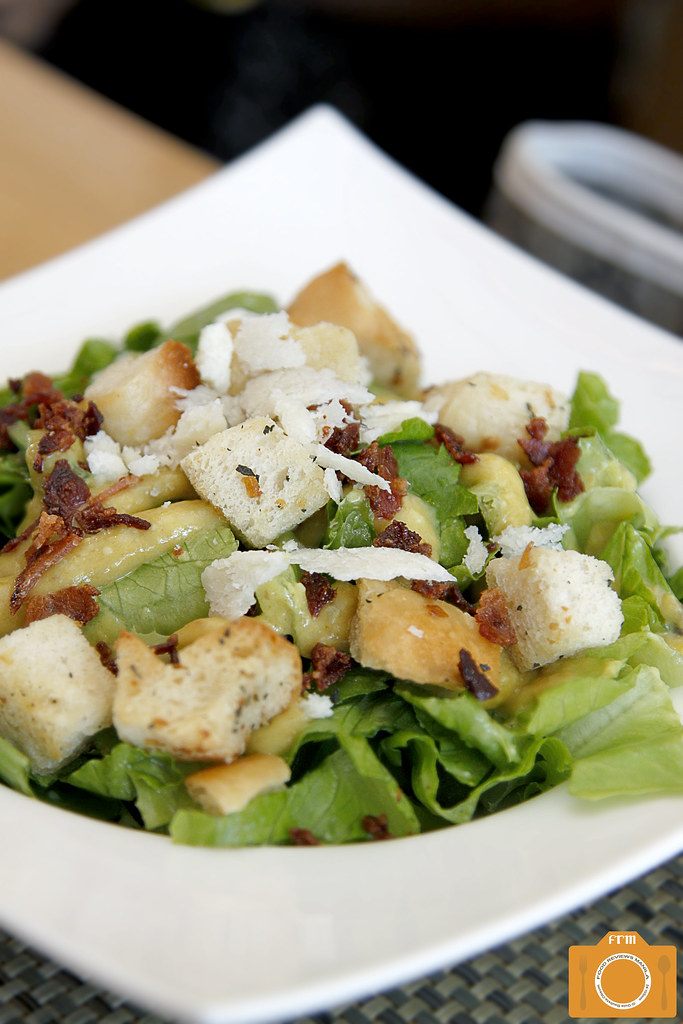 Con Gusto Roasted Garlic Caesar Salad