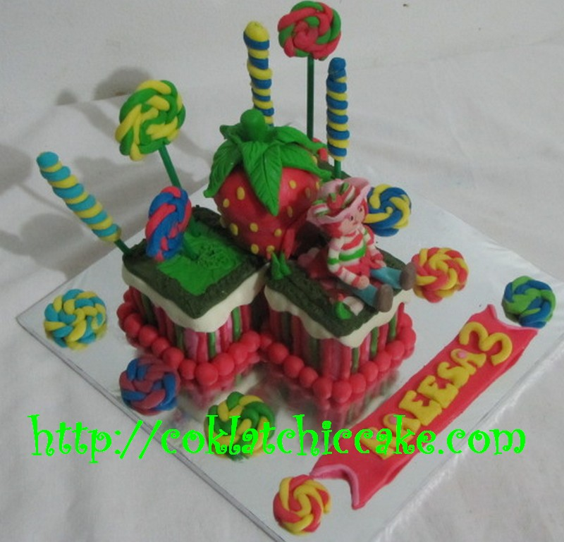 Miniature kue ulang tahun strawberry shortcake