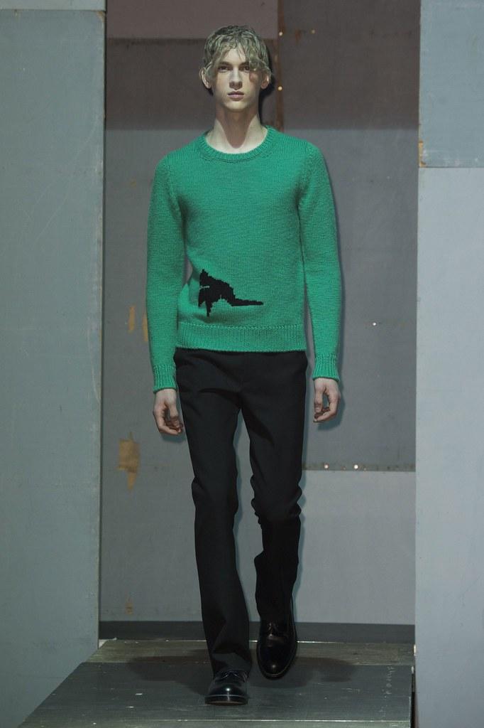 Dominik Sadoch3255_FW15 Paris Raf Simons(fashionising.com)