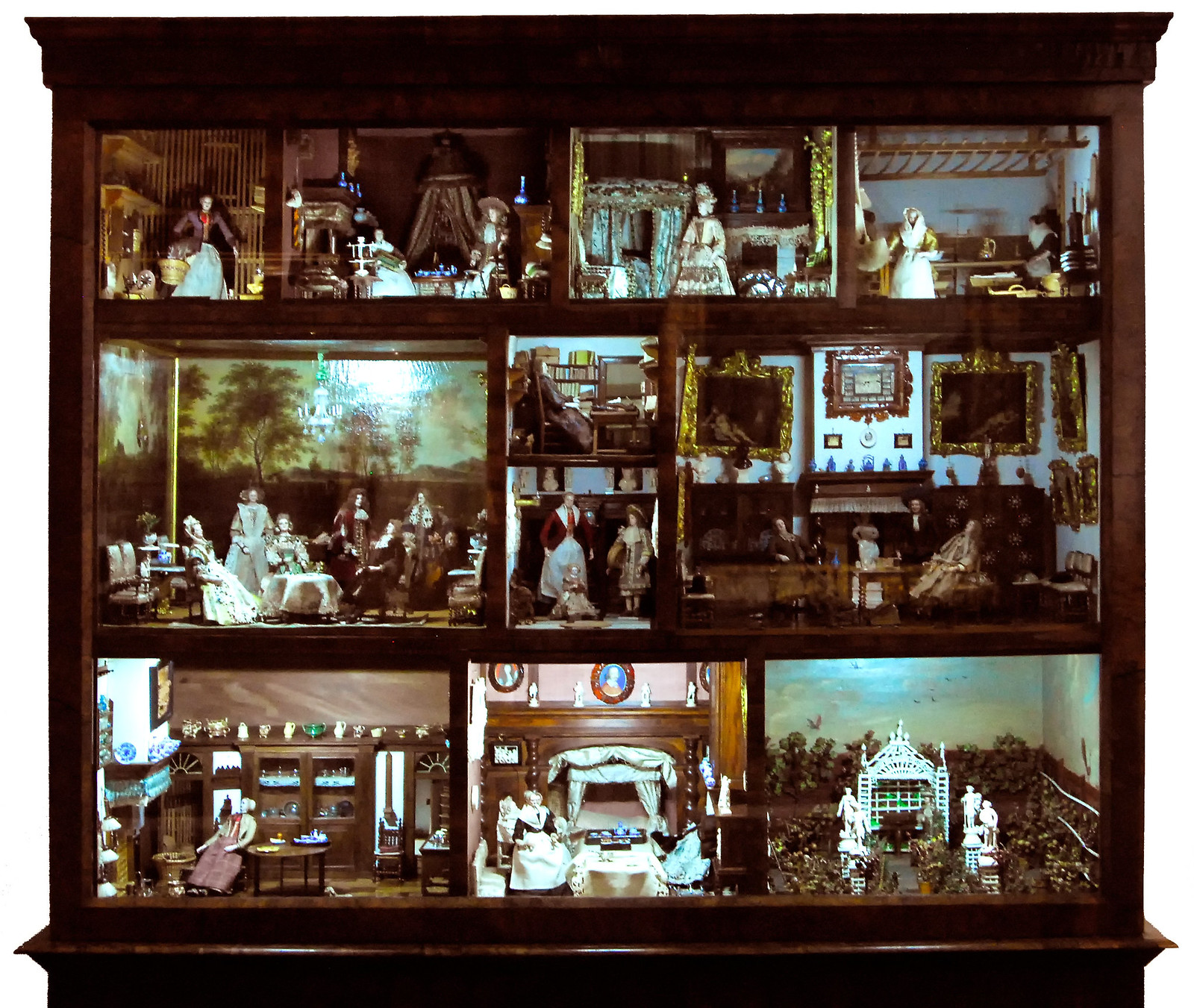 Dollhouse Miniatures Amsterdam: The Magical Miniature World Of Antique Dollhouses