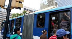 06/24/2016 - 12:31 - Guayaquil, viernes 24 de junio del 2016 (Andes).-Ante la queja de miles de usuarios que usan diariamnete el sistema de transportación Metrovia, se creó una veeduria ciudadana para verificar las condiciones en las que se presta ese servicio público. Foto:Andes/César Muñoz