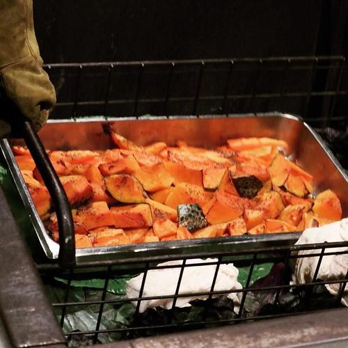 温泉の熱で調理するHangi料理。 #airnzjp #link_nz #rotorua