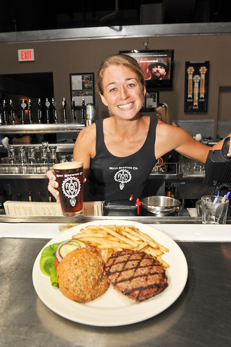 015_maui_brewing_dining_issue_2012_sean_m_hower_mauitime