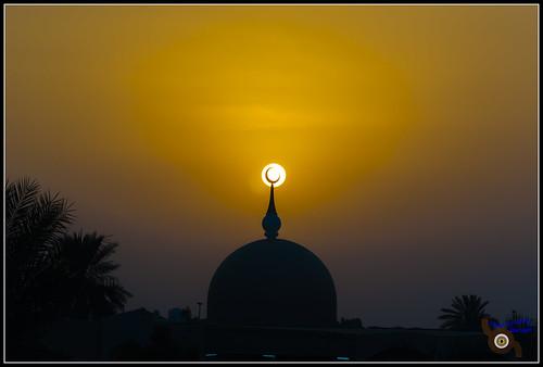 street sunset moon evening symbol mosque crescent sharjah unitedarabemirates islamicarchitecture holysymbol ramadanmonth symbolonamosque