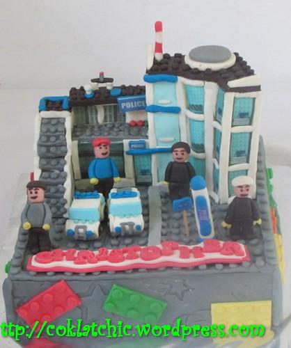 Kue ulang tahun dengan tema Cake Lego Polisi seri 7498 model ini mulai