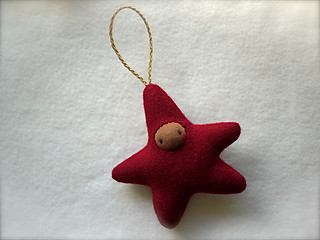 Drizzle Ornament: Brick Red STAR/Brown