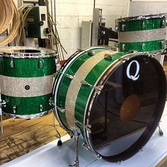 Green, silver, green glass glitter over mahogany shells. I have always loved the tri-color sparkle kits thanks to @atomwillardisme #qdrumco #sparkles #thanksforbeingpatient @asjudeblevins