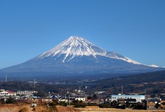 Mt. Fuji view from Shinkansen train near Shinfuji station. 新幹線ひかり号の車窓から見た富士山