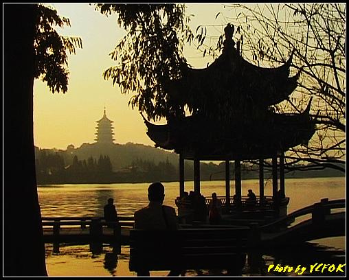 杭州 西湖 (其他景點) - 540 (西湖十景之 柳浪聞鶯 在這裡準備觀看 西湖十景的雷峰夕照 (雷峰塔日落景致)