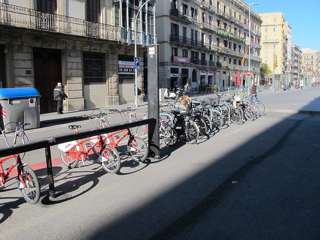 Bicycle parking next to Bicing docking station