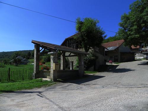 20130814 06 109 Jakobus Traize Haus Waschhaus Brunnen Briefkasten Weg