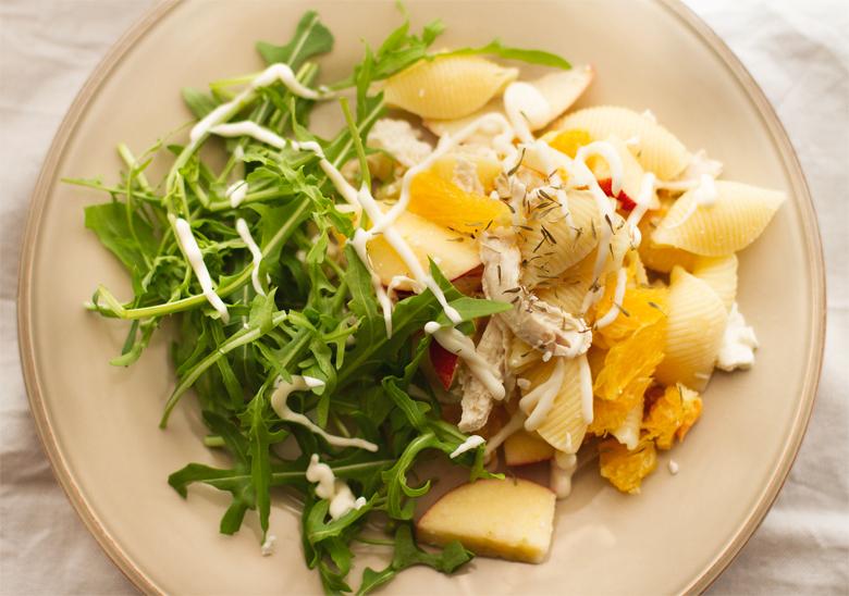 salada de massa com frango e frutas raspberry essence