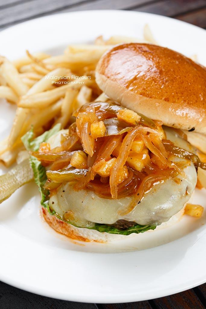 tony-romas-malaysia-new-beginnings-wagyu-beef-burger