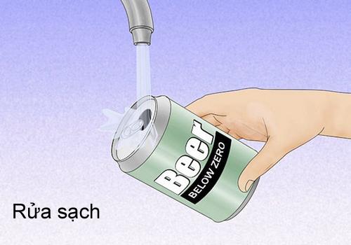 Rửa sạch lon bia