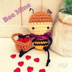 Happy Valentine's Day♡  #buzbuz #valentinesday #valentine #beemine #bemine #love #honeybee #bee #amigurumi #heart #crochet #kawaii #cute  #バズバズ #バレンタイン #バレンタインデー #ミツバチ #あみぐるみ #かぎ針編み #ハート