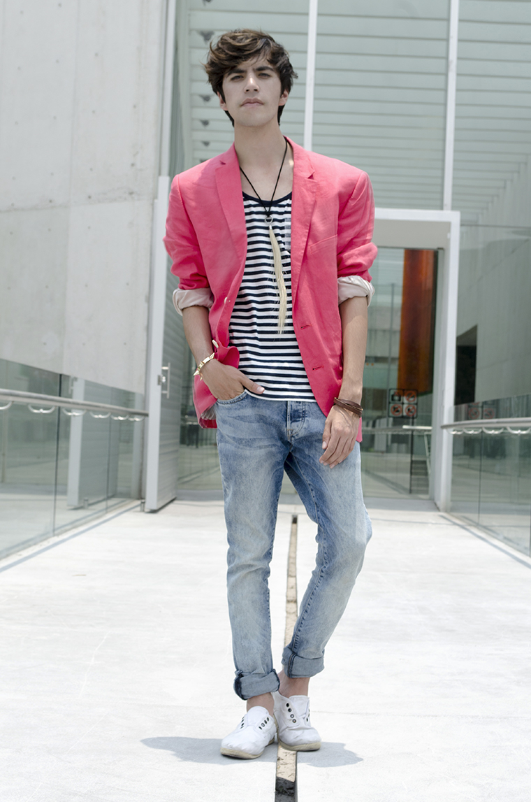 How to wear a bright blazer 5
