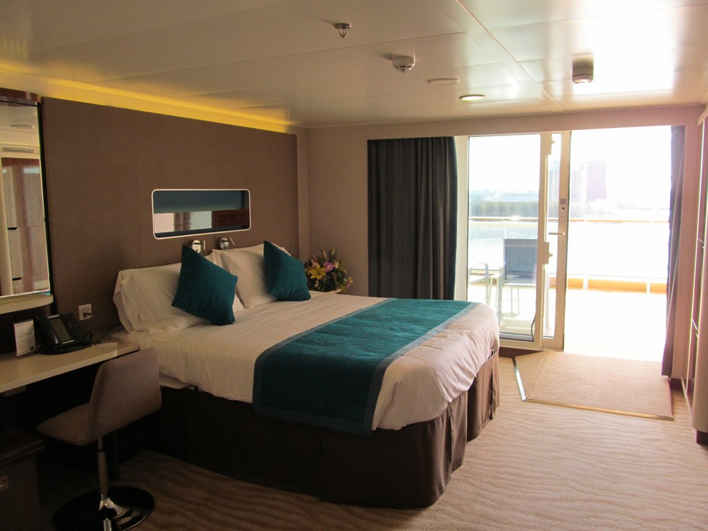 M6 vs b1 mini suite large balcony vs aft balcony for Cruise balcony vs suite